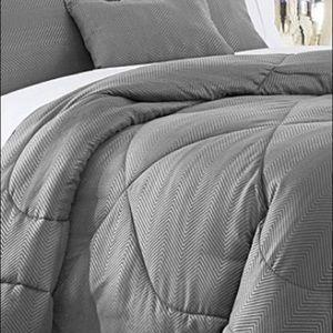 Brand new 6 pieces Queen comforter set